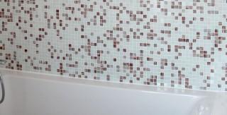 appartement familiale salle de bain mosaique baignoire agence avous