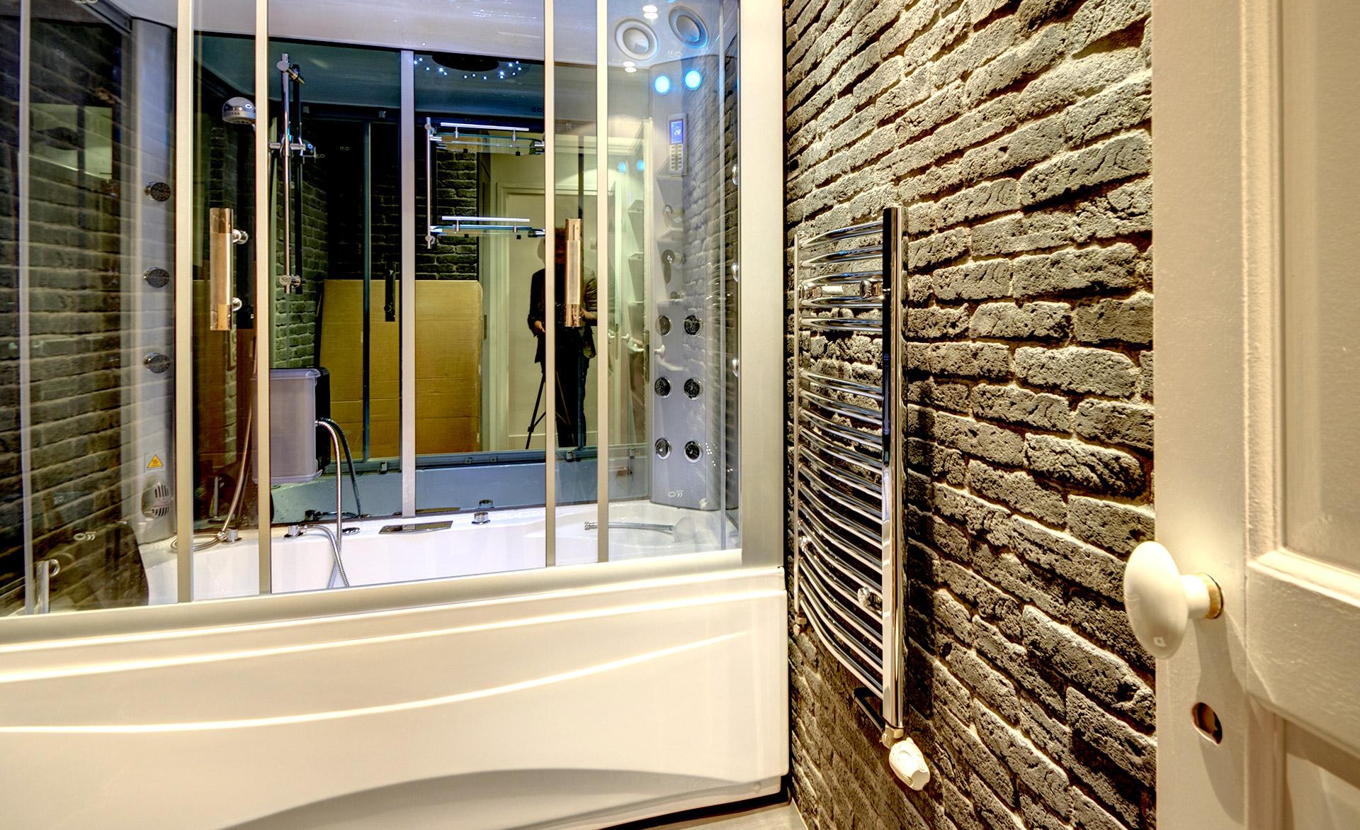 appartement mobilier sur mesure sdb baignoire hammam brique noire agence avous