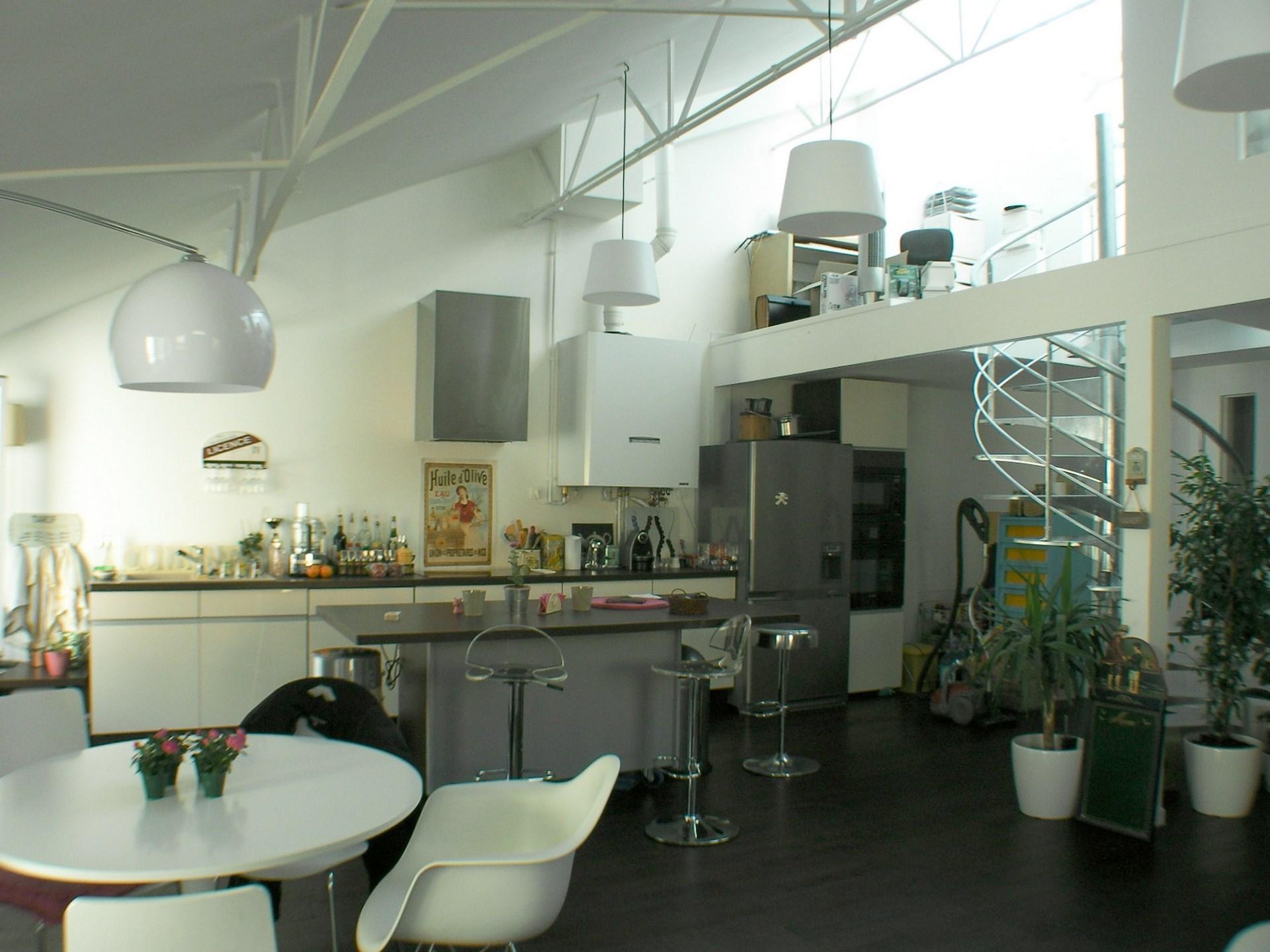 Transformation ancien garage en loft courbevoie for Cuisine ouverte loft
