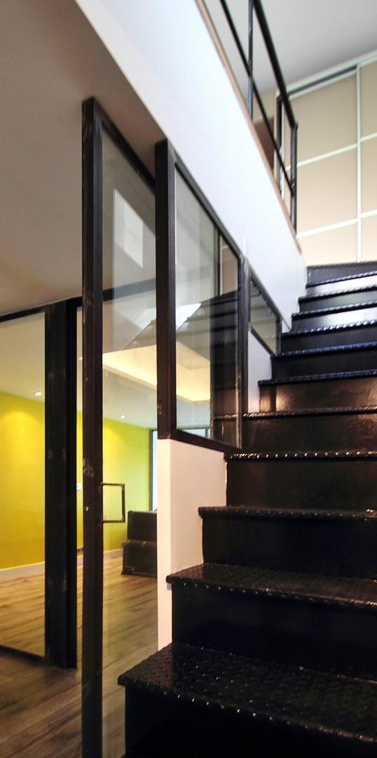 escalier droit metal verriere agence avous