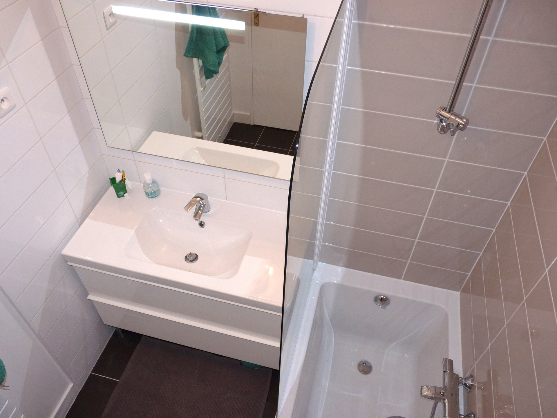 R am nagement appartement rez de chauss e jardin19 me paris for Salle de bain optimisee