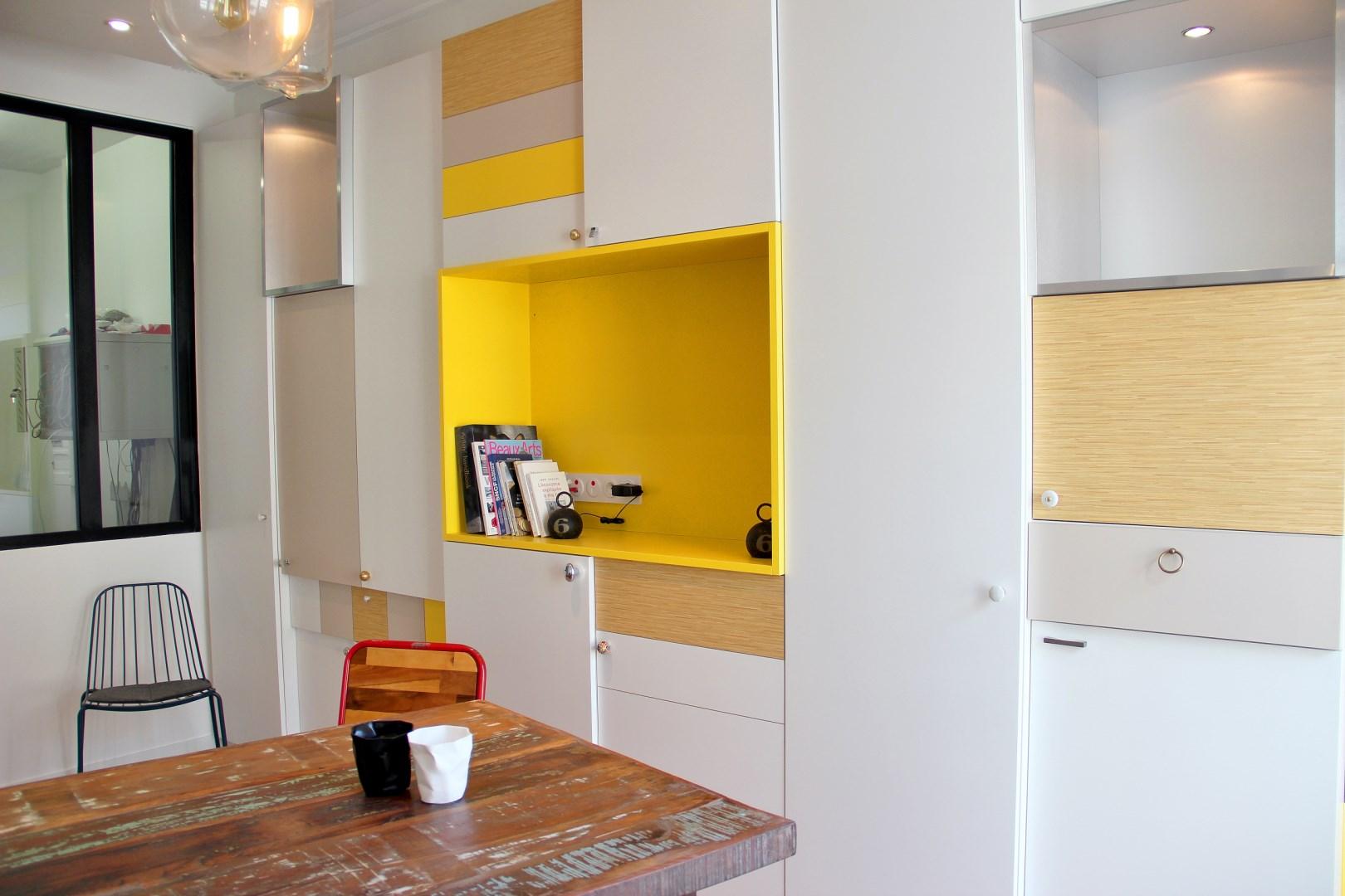 Bureaux atypiques pour missions publiques sentier paris for Meuble bureau jaune