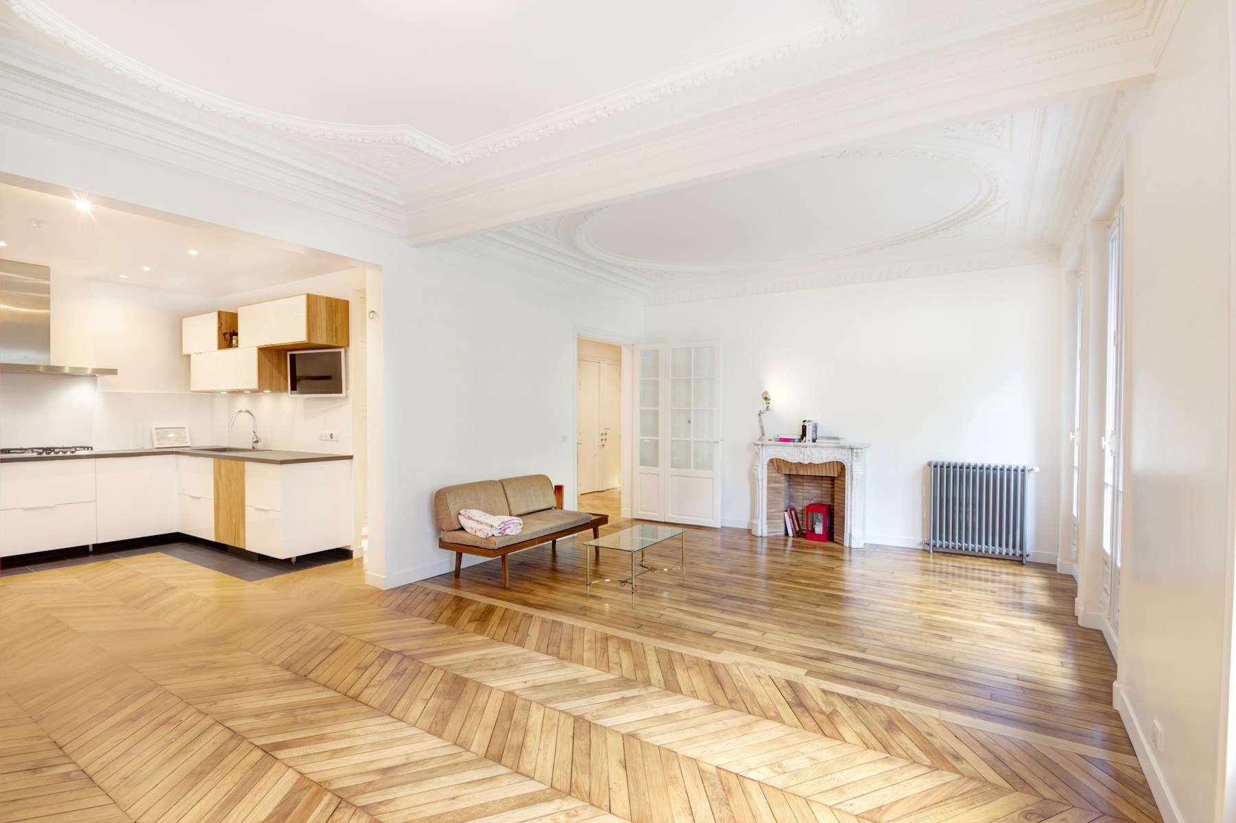 R novation d 39 un appartement haussmannien paris mairie 19eme for Salon haussmanien