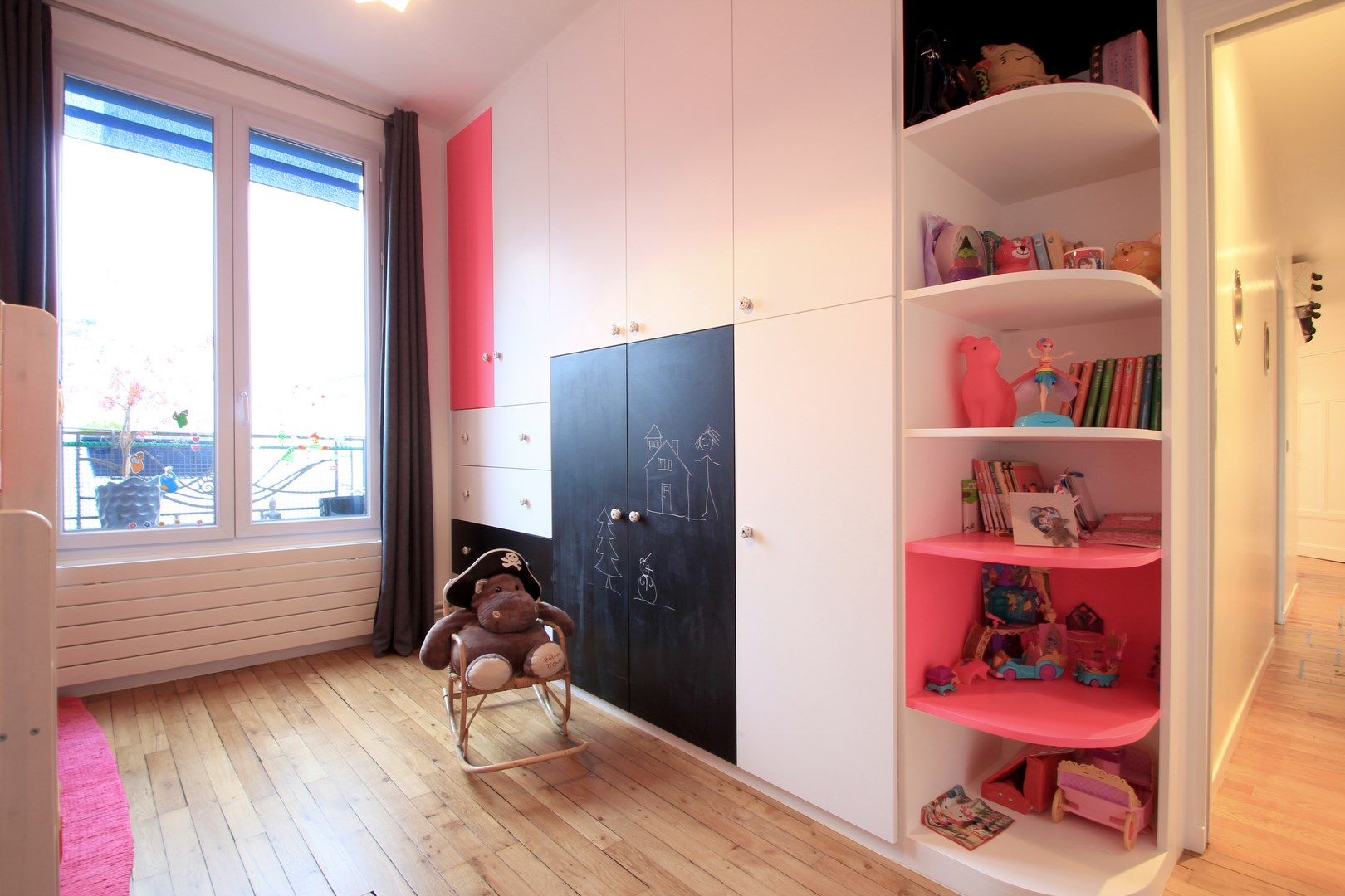 peinture chambre fille 4 ans. Black Bedroom Furniture Sets. Home Design Ideas