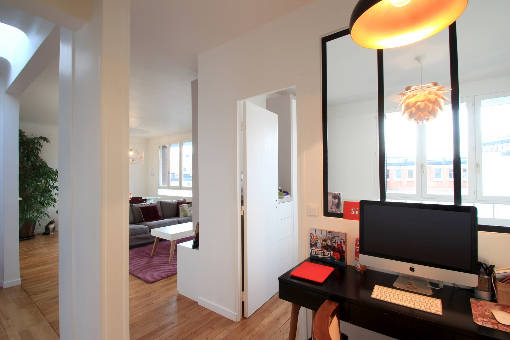 Am nagement chambre dans un cube paris buttes aux cailles - Amenagement salon contemporain ...