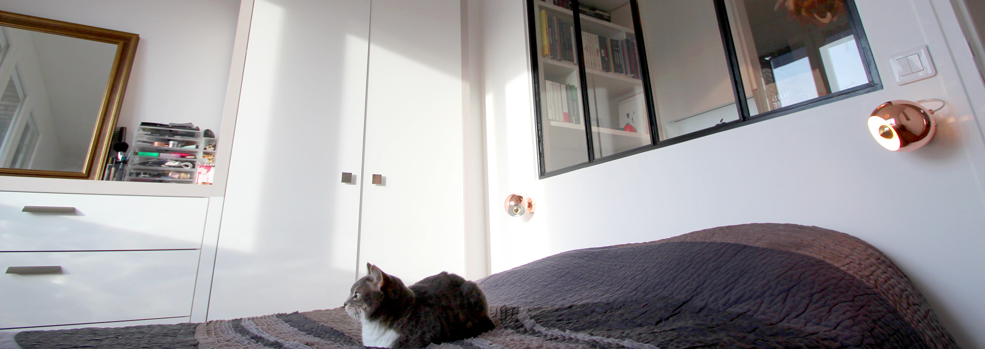 P-Agence-Avous-chat-lit-verriere-amenagement-mobilier