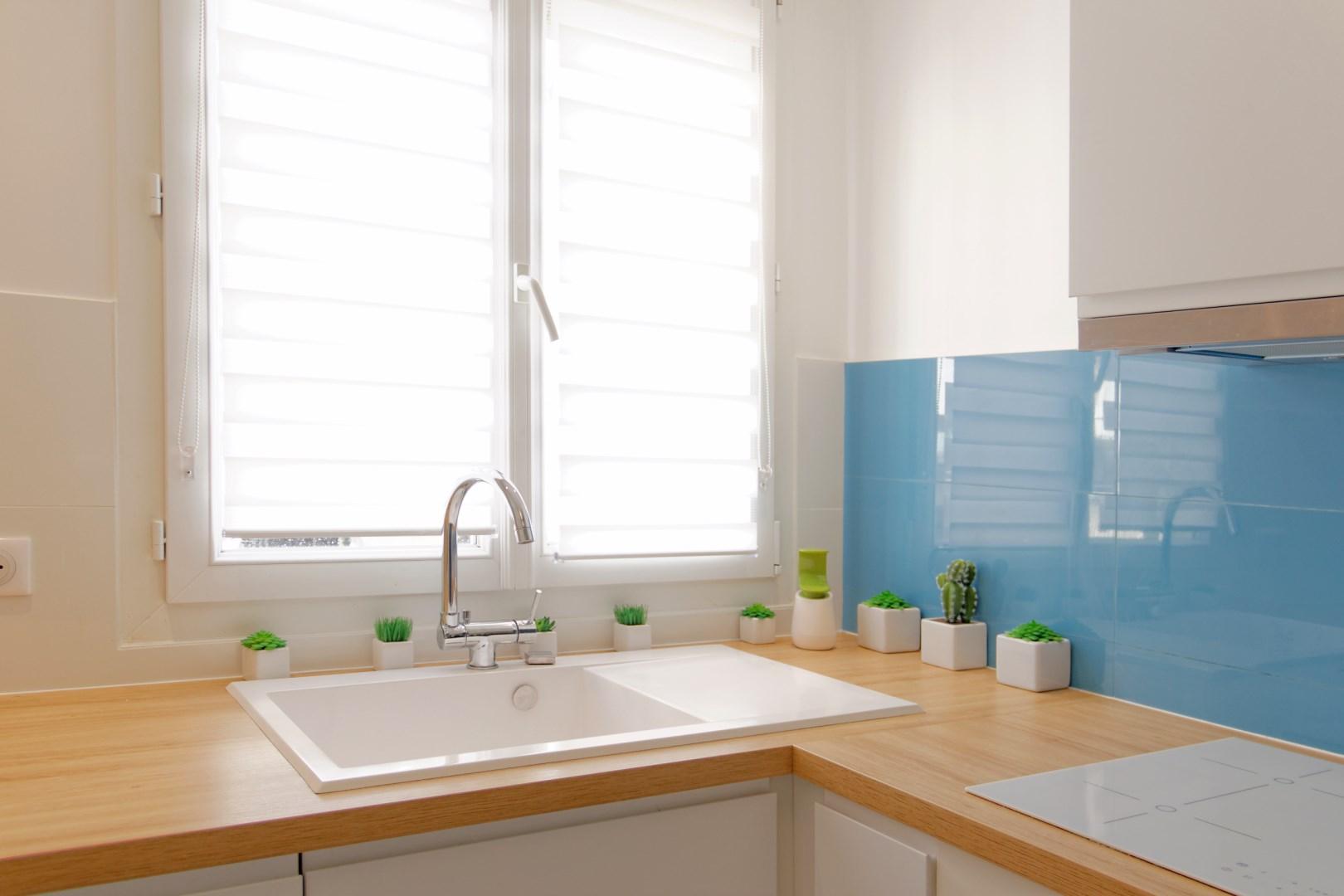 verri re atelier carreaux ciment ambiance bleu canard. Black Bedroom Furniture Sets. Home Design Ideas