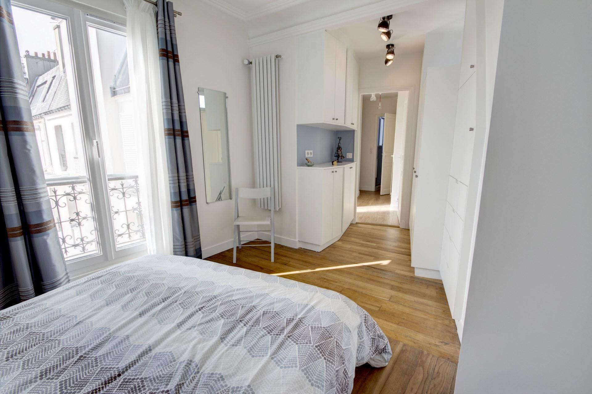 appartement familiale chambre parentale dressing bleu gris renovation agence avous