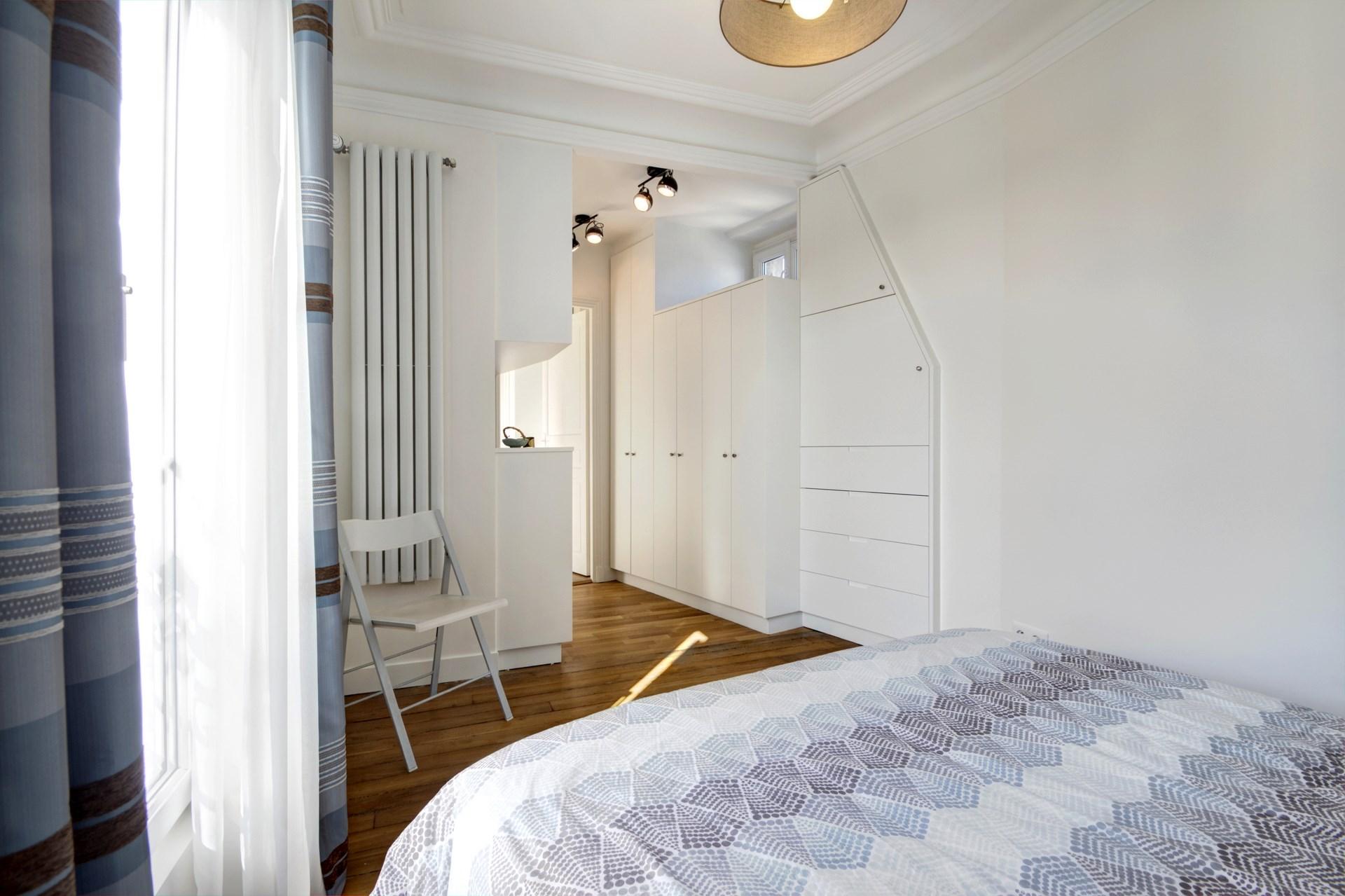 appartement familiale chambre parentale dressing bleu gris sur mesure agence avous