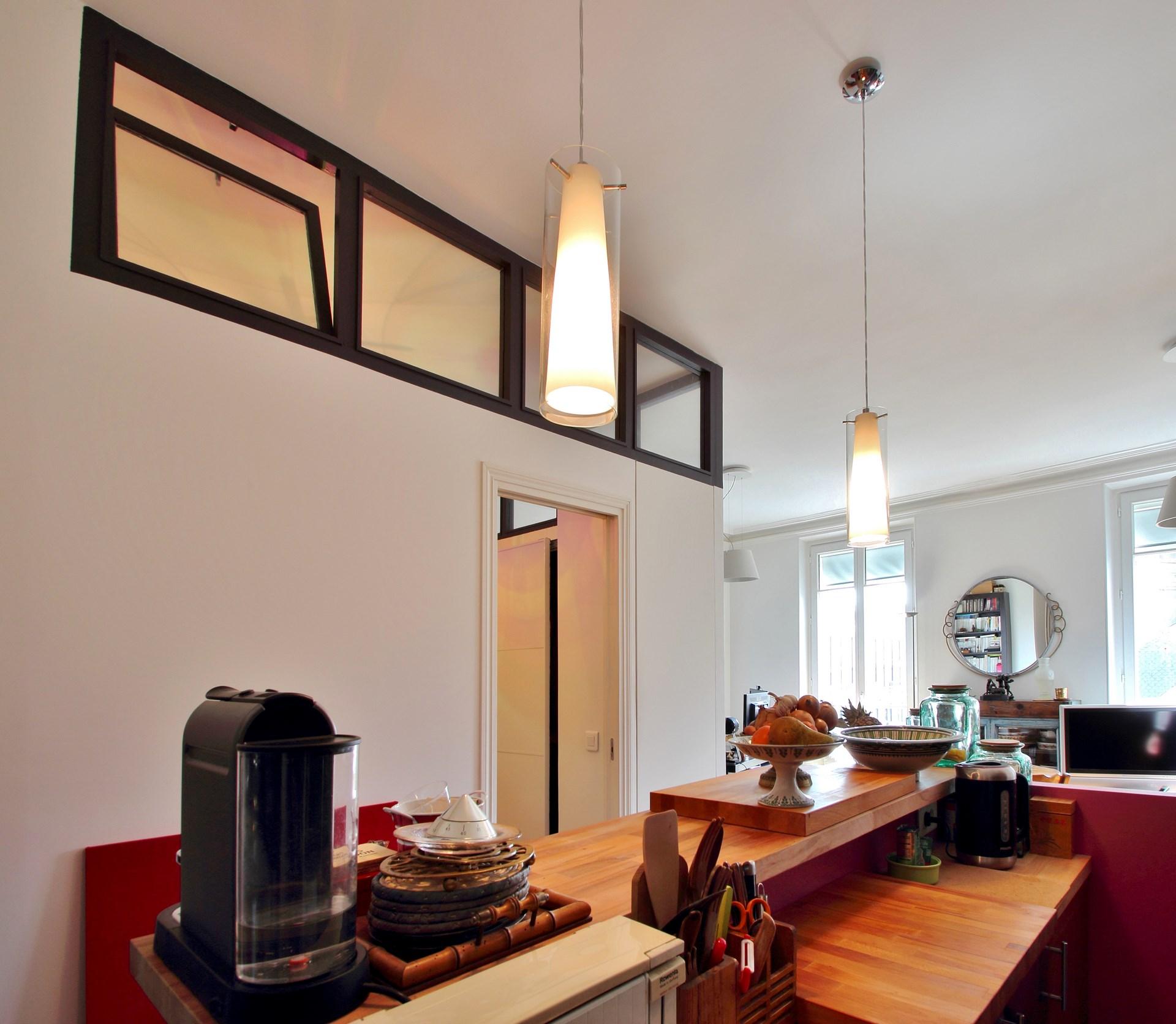 chambre au milieu du salon verriere cuisine bar agence avous