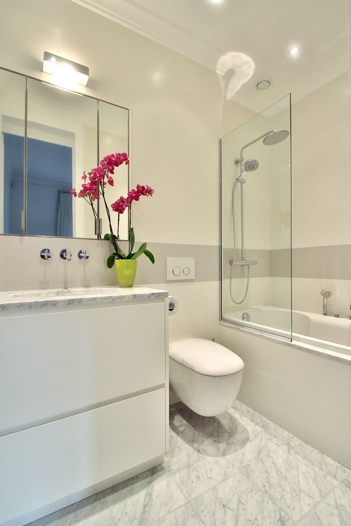 haussmannien marbre classique salle de douche wc suspendu luxe agence avous