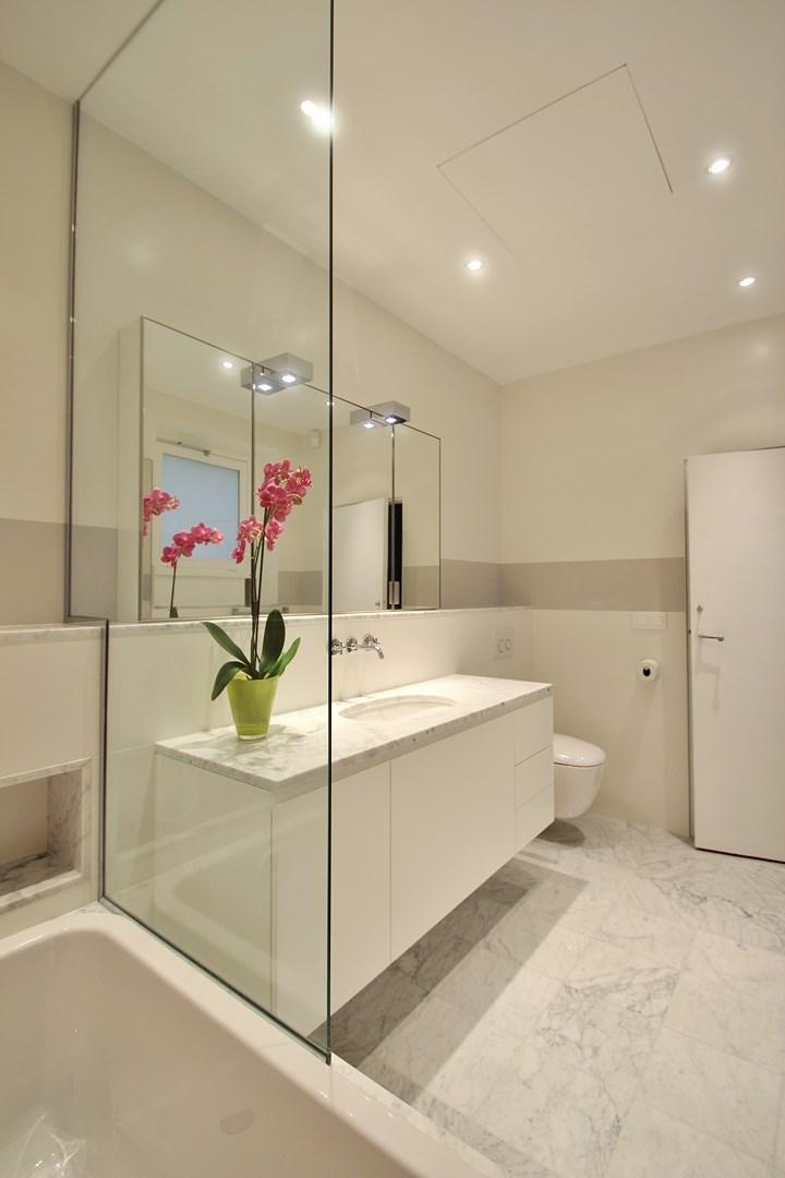 haussmannien marbre meuble salle de bain ambassade luxe agence avous