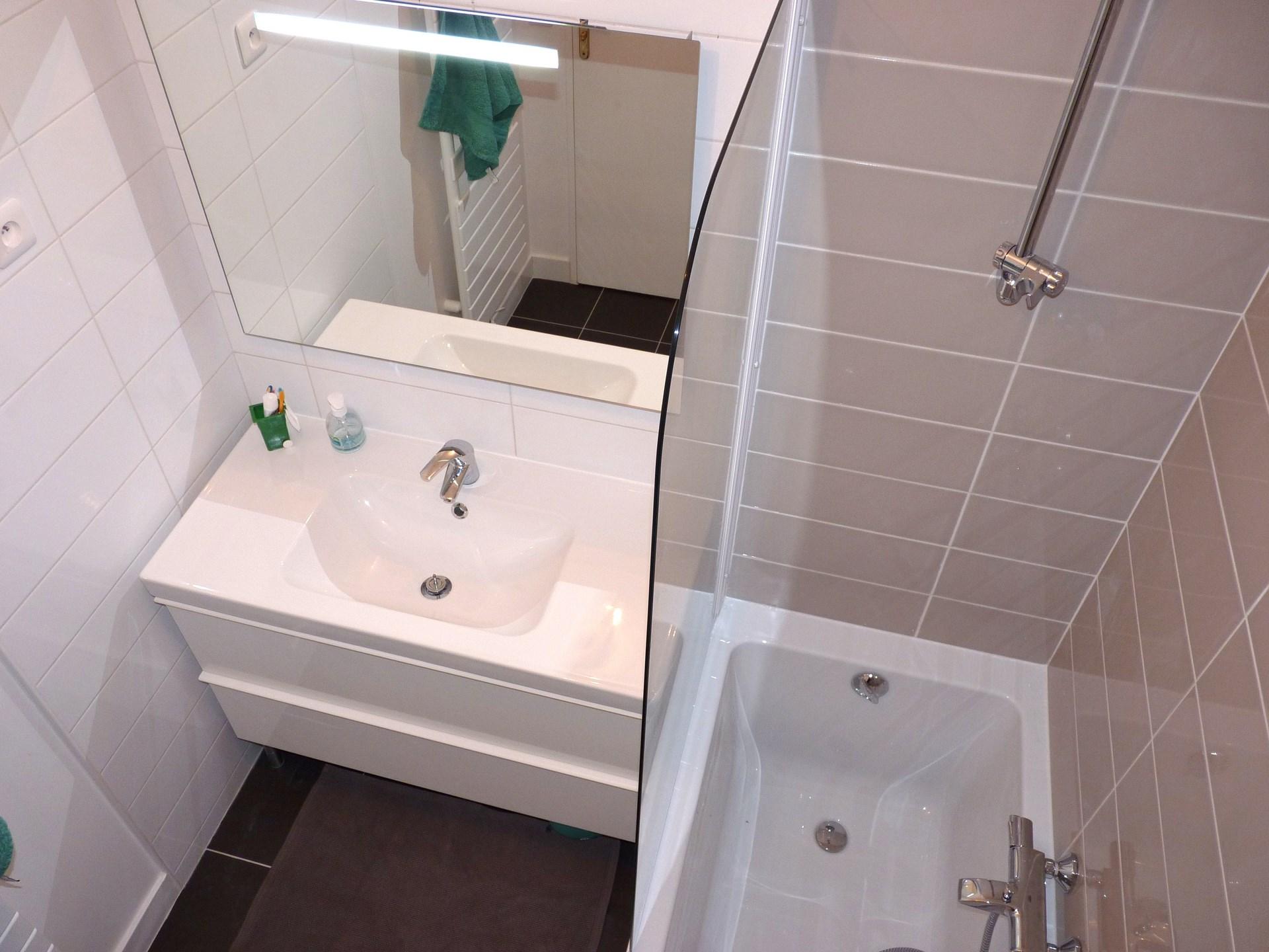 salle de bain optimise baignoire douche agence avous