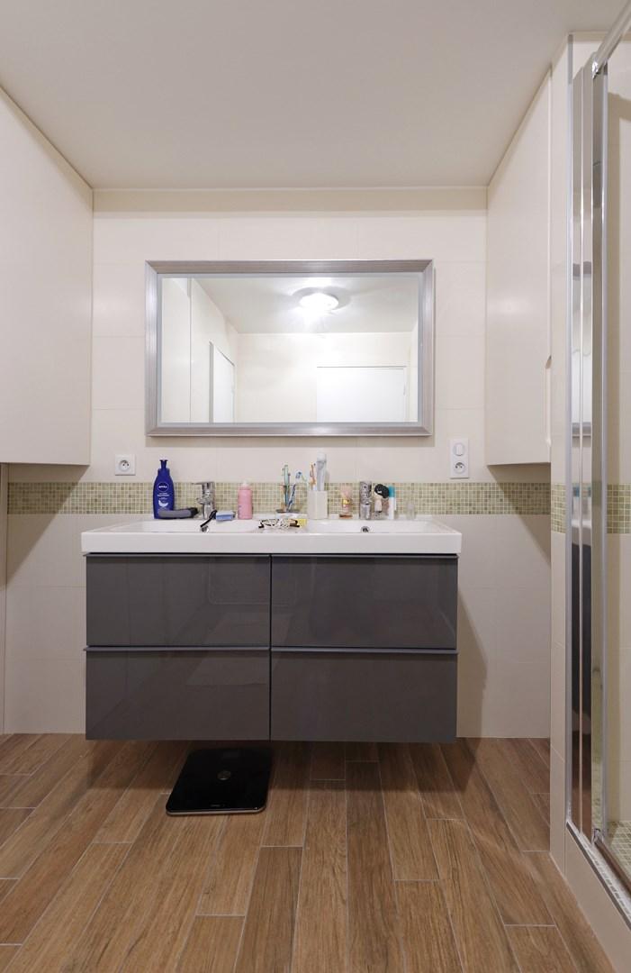 amenagement salle de bain carrelage parquet miroir dansani agence avous
