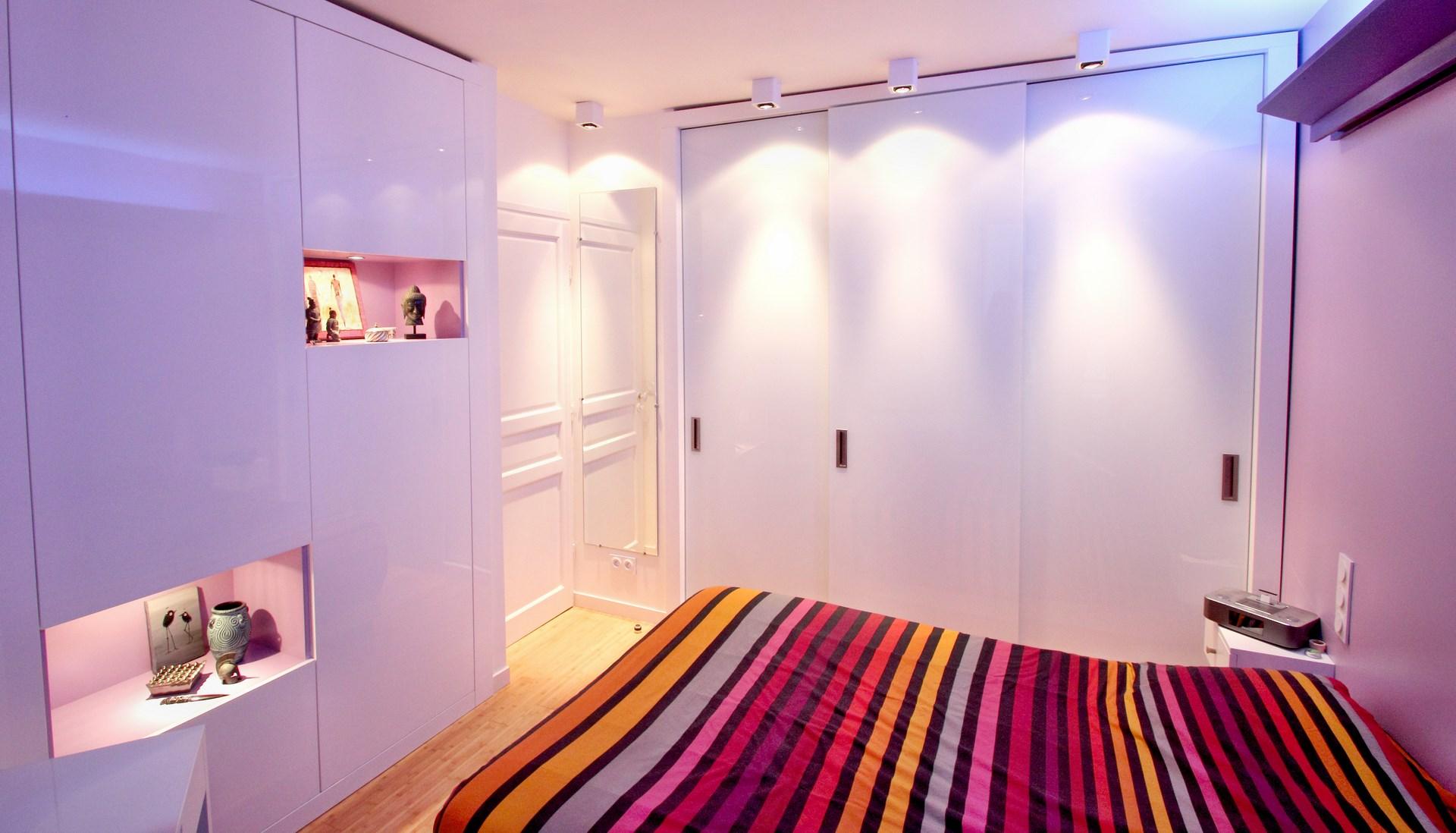 architecte paris republique renovation chambre meuble sur mesure laque miroir parquet bambou prestige agence avous