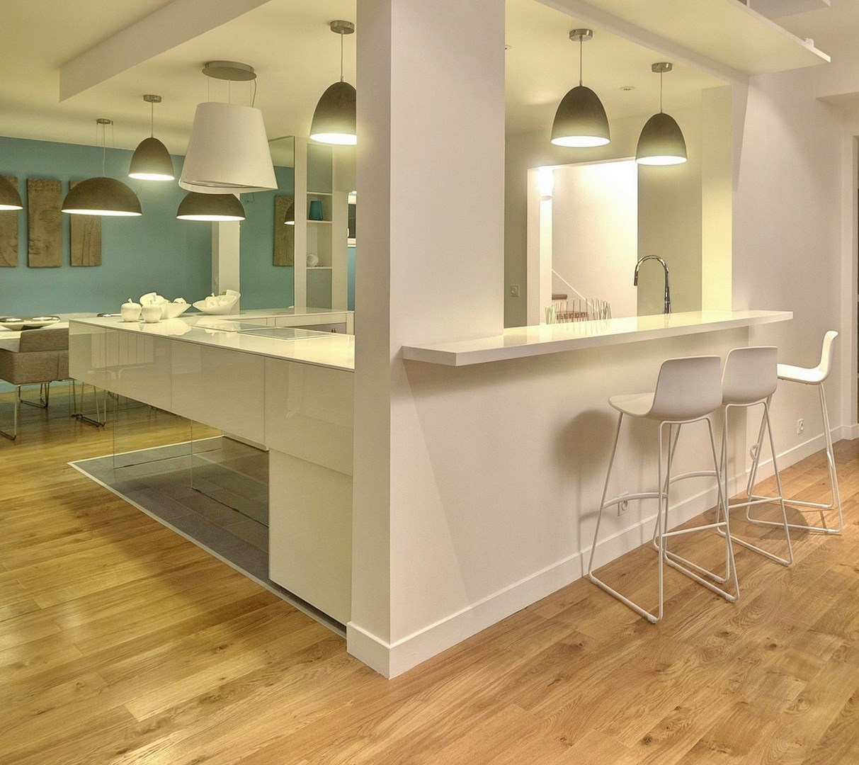 maison renovation luxe bar cuisine lago laque blanche corian agence avous