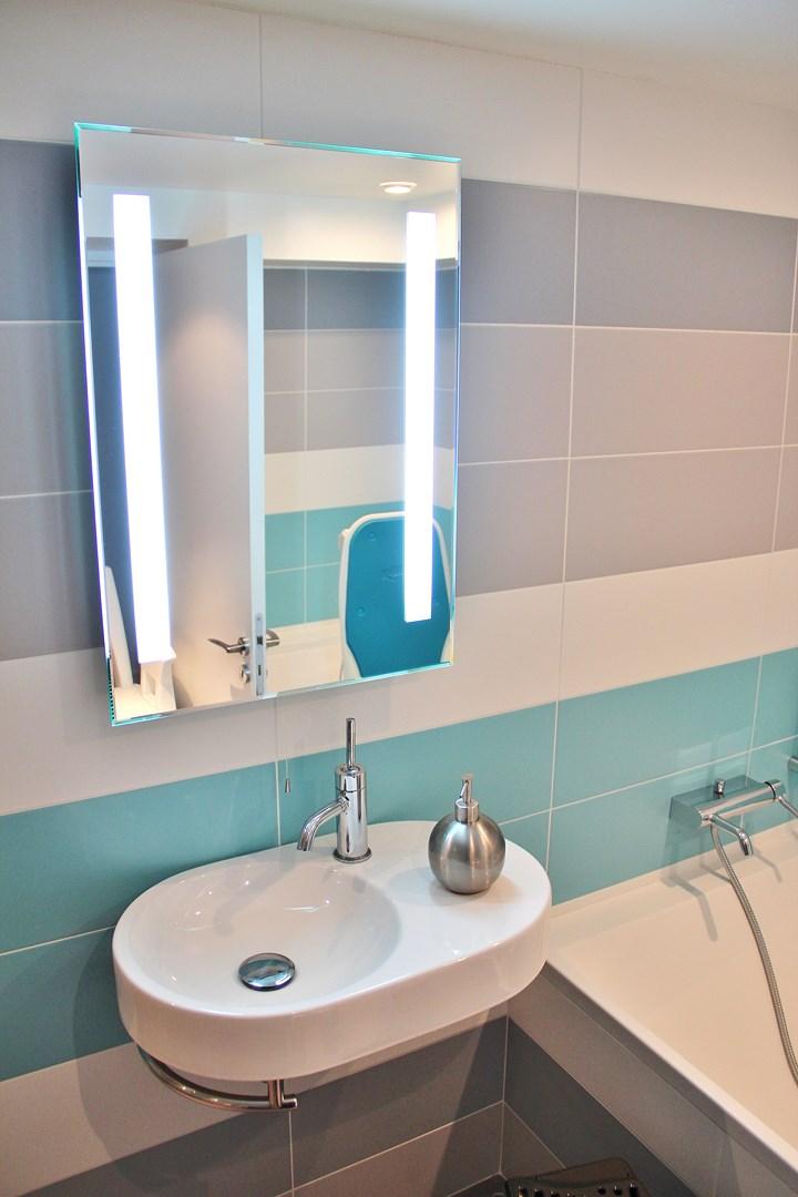 maison renovation luxe salle de bain lave main agence avous