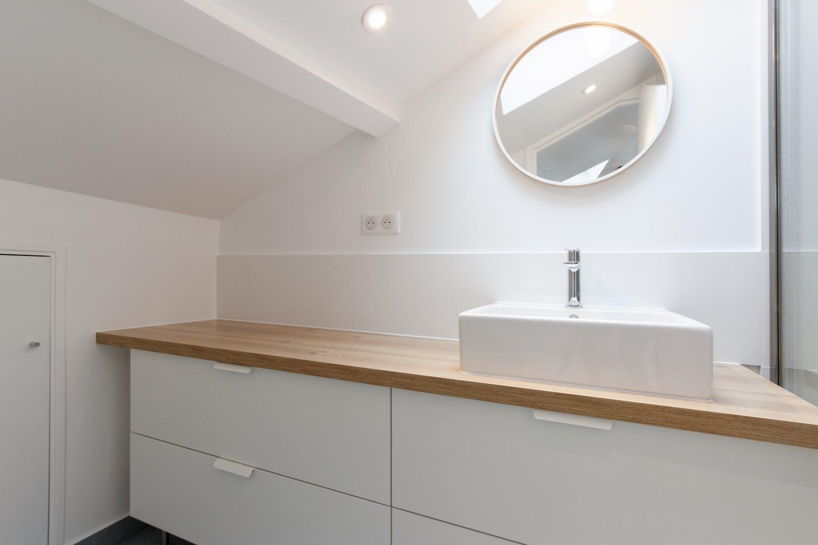 Photo Salle De Bain Sous Comble loft sous comble aménagé pour location structures apparentes