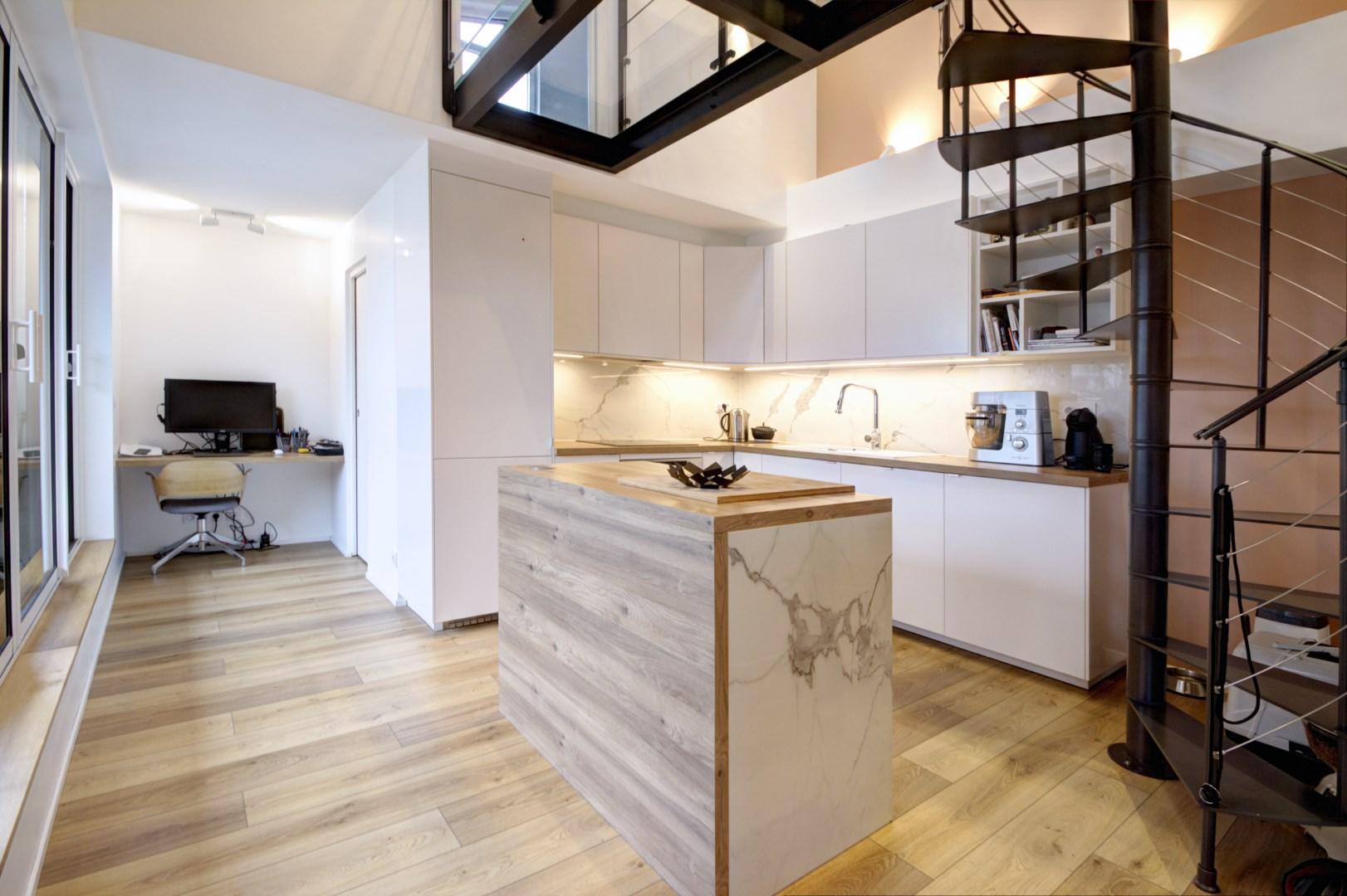 Hauteur Sous Plafond 2M40 aménagement appartement vefa passerelle escalier colimaçon