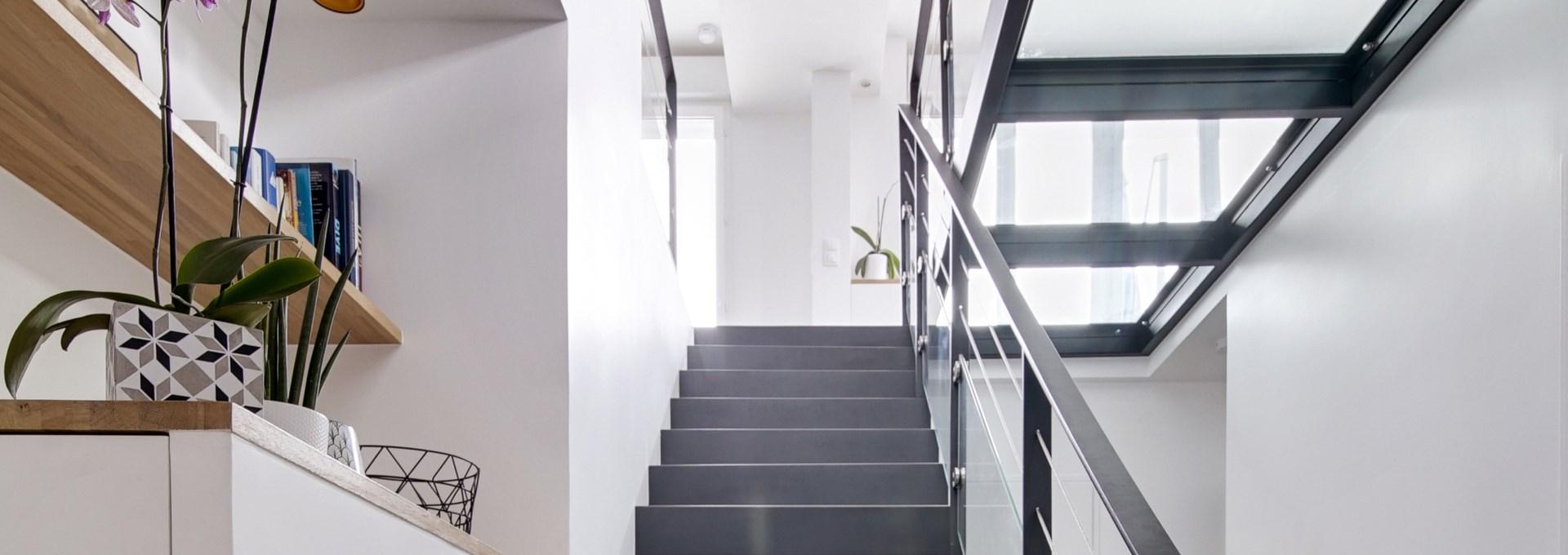 P_Agence-Avous-Duplex-Ambiance-industrielle-Dalle-verre