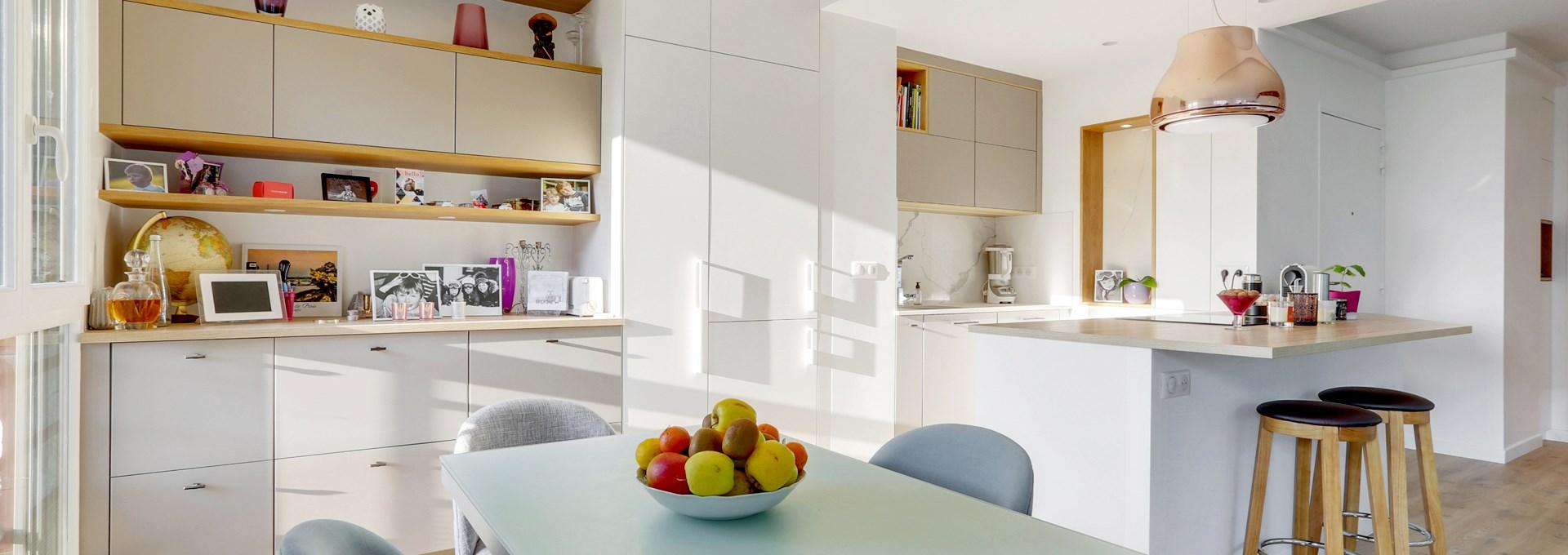 P_Agence-Avous-Renovation-Moulin-de-Paris-luxe-bar-cuisine-ouverte